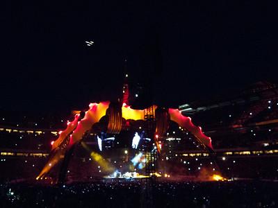 2011-07-14-U2-360-PHL-0024
