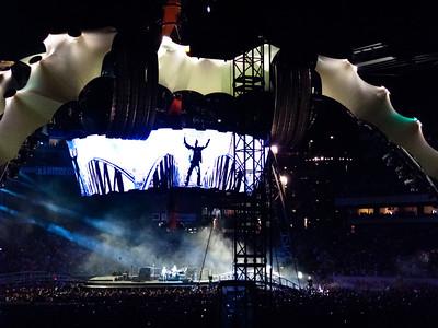 2011-07-14-U2-360-PHL-0100