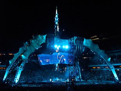 2011-07-14-U2-360-PHL-0110