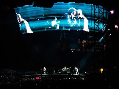 2011-07-14-U2-360-PHL-0060