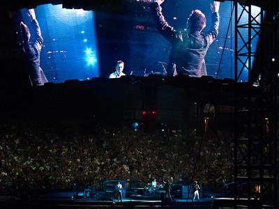 2011-07-14-U2-360-PHL-0034
