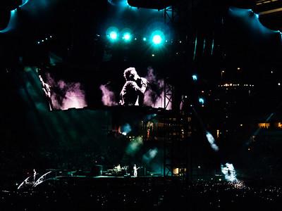 2011-07-14-U2-360-PHL-0055