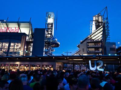 2011-07-14-U2-360-PHL-0006