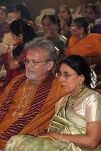 Harsh & Swarup, the happy parents of Jay watching the proceedings. Pictures from the wedding of Jay (s/o Swarup & Harsh Javeri) & Lakshmi (d/o Gayatri & Govindrajan) held at Sri Ahobila Mutt Hall, Chembur, Mumbai.  The venue is a sacred place consecrated by His Holiness Srivan Satakopa Sri Vedanta Desika Yatindra Mahadesika (the 44th Jeeyar of Sri Ahobila Mutt).