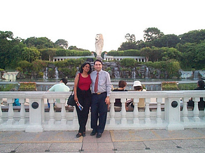 Anu & Suchit in Singapore, Aug'2000