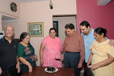 Combine B'day celebration of Sarika (1st Nov) and Manu (14th Nov) at Eden-4, Powai, Mumbai. Thanks Anu for taking this picture.