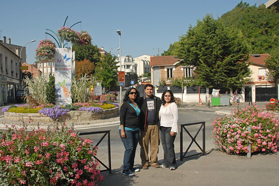 Anu, Piyush & Priya at Meudon, Paris, France