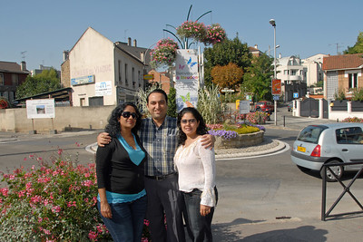 Anu, Suchit & Priya at Meudon, Paris, France