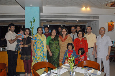 Family members met for Dinner to Wish Priya on her B'Day on 8th Jan'07. Seen are: Amit, Varun, Divya, Sarika, Piyush, Sharda, Anu, Priya, Umesh, Manjiri Vandana, Anish, Shashi and the kids Rheya and Diya in the front.