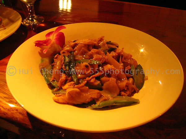 OshaThai - Rice Noodles and Chicken