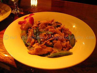 OshaThai - Rice Noodles and Chicken