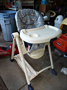 Graco Contempo high chair.  Was recalled in 2006, but we got/installed the repair kit.  Good condition, a few scratches on tray.  Folds up very compact!  $40 firm.