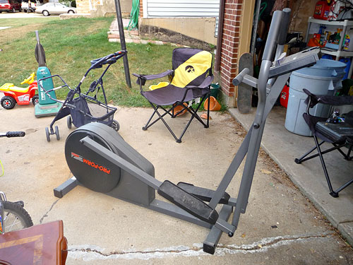 Proform 485e Elliptical.  Great condition, just replaced bearings last year, and not used much since.  $100