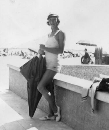 Joan early 30s 019
