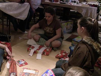 20071225-ChristmasGiftsGirls-Ashlynn-23