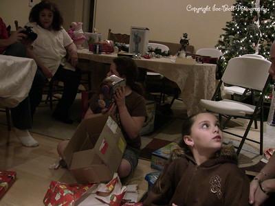20071225-ChristmasGiftsGirls-Ashlynn-22