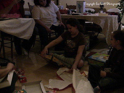 20071225-ChristmasGiftsGirls-Ashlynn-04