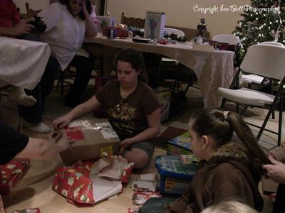 20071225-ChristmasGiftsGirls-Ashlynn-19