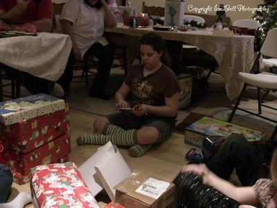 20071225-ChristmasGiftsGirls-Ashlynn-08