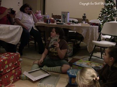 20071225-ChristmasGiftsGirls-Ashlynn-14