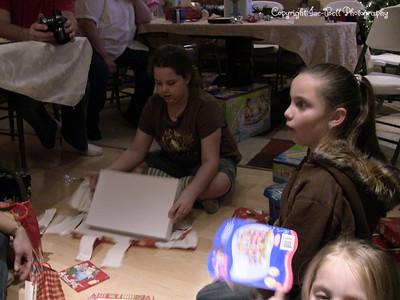 20071225-ChristmasGiftsGirls-Ashlynn-24