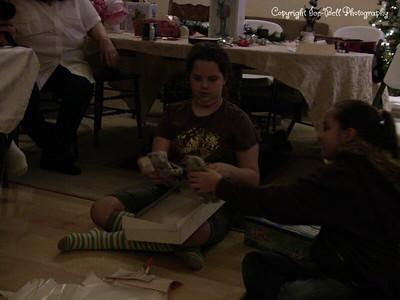 20071225-ChristmasGiftsGirls-Ashlynn-07