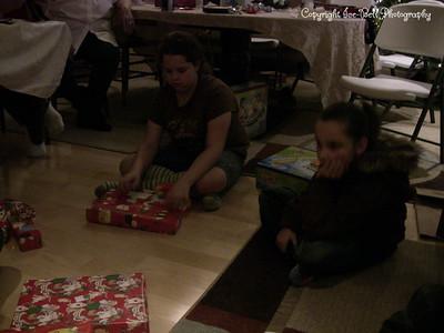 20071225-ChristmasGiftsGirls-Ashlynn-06