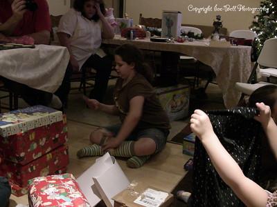 20071225-ChristmasGiftsGirls-Ashlynn-09