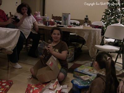20071225-ChristmasGiftsGirls-Ashlynn-21