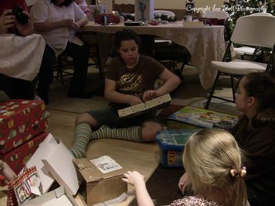 20071225-ChristmasGiftsGirls-Ashlynn-11