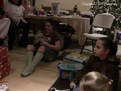 20071225-ChristmasGiftsGirls-Ashlynn-15