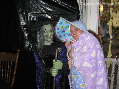 20081031 - AshlynnBaylee-Halloween-01