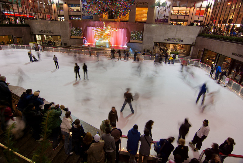 Rockefeller Center Ice Rink Location: The Rockefeller Center Ice Rink is located in the center of the complex of buildings between 47th and 50th Streets and 5th and 7th Avenues.