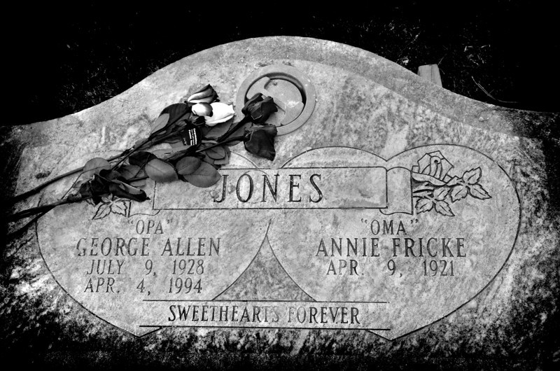 I do hope the family doesn't mind this being here....i thought the headstone was so beautiful...