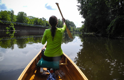 Lindsay makes a seamless paddling transition as we approach Emerson Park in Midland.