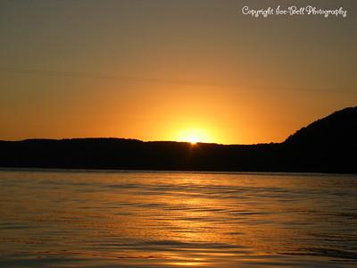 07/23/03  Sunset on Table Rock Lake.