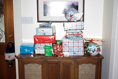Presents Galore - On Mommee Joe's Stereo System