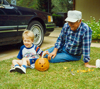 Papaw Bean & Kelley Pumpkin carving Georgia 542x482