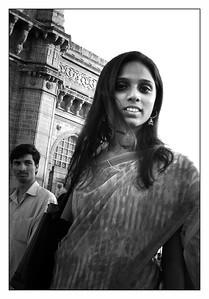 people_blue girl in Mumbai_bw_DSCN0065