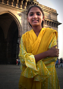 pleople_yellow girl in Mumbai_DSCN0066