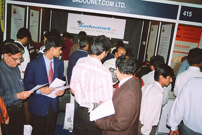 Crowds at Live Wire BBS & Net stall where LW participated in NASSCOM 2001