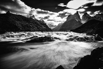 Los Cuernos y el Río Paine
