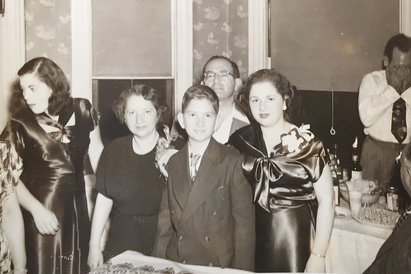 (l-r) Bea, Bessie, Sid, Philip, and Millie (and Moe, hiding)