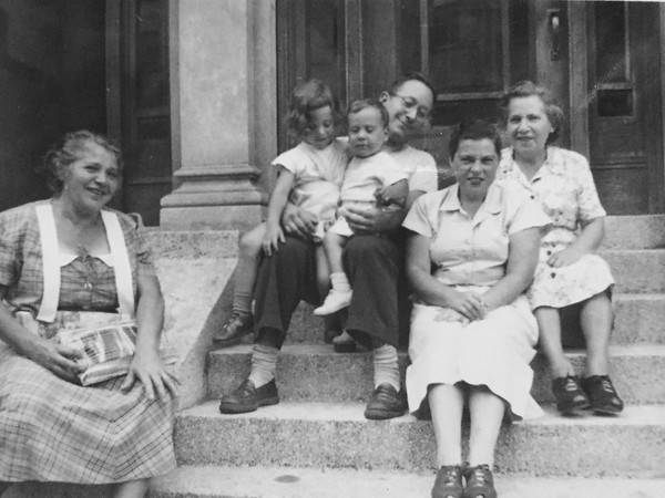 Family group: (r-l) Katie Davis and.... Henrietta, Michael, Ralph, Bea and Mary