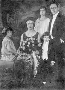 (l-r) Mildred, Rose Sara, Byron (front) and Morris