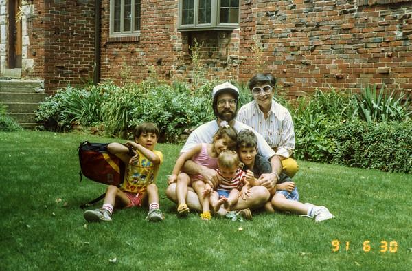 (l-r) Zak, Jake (in very front), Jessie and Jeff (in front of John), John, Sisi