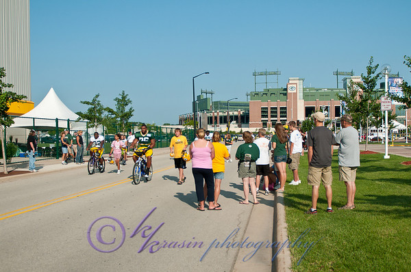 The Packers biking over from Lambeau for the first practice we attended