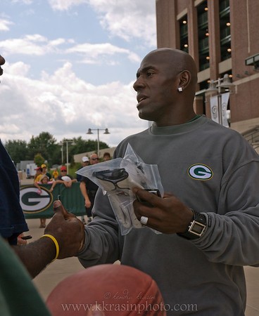 Paul got Donald Driver's autograph!  (not at this time, but I didn't take a picture when he did)