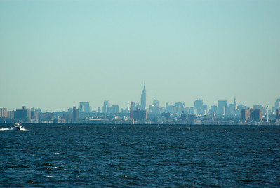 Long shot of the Manhattan sky line, ahh yes the Empire State building is well visible.