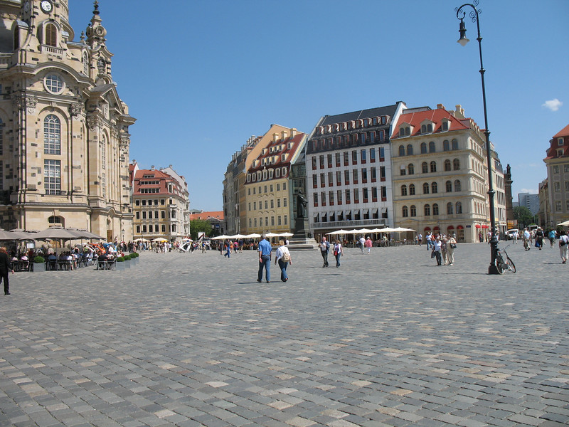On the left: The Frauenkirche (Dresden)<br /> On the right: Newly completed condominiums